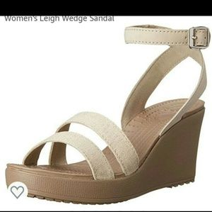 Crocs Leigh wedge sandals. Oat color size 8